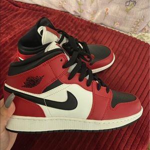 Jordan mid 1 Chicago Toe 6Y